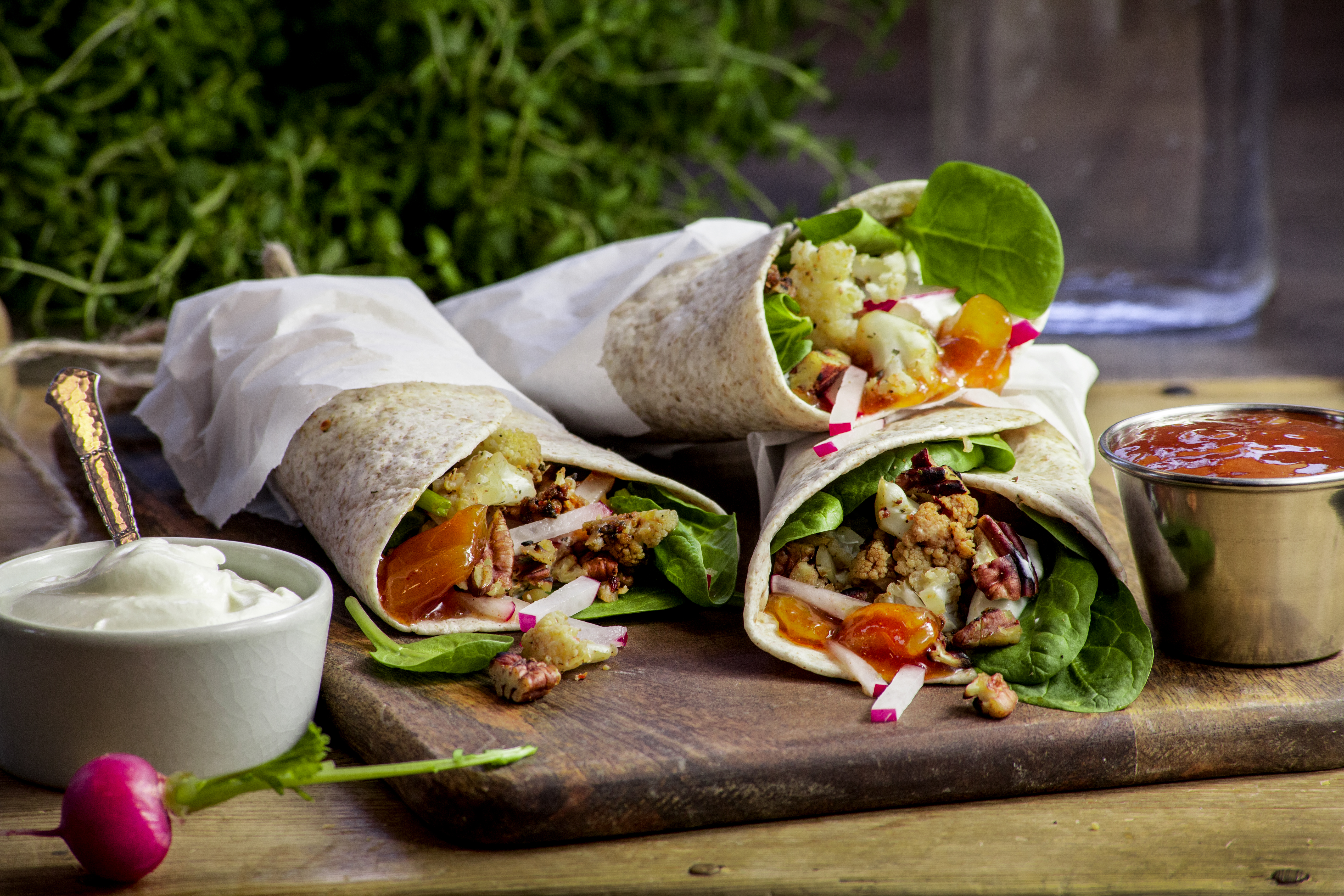 Pulled calloflower wrap with pecan nuts and lemon chutney