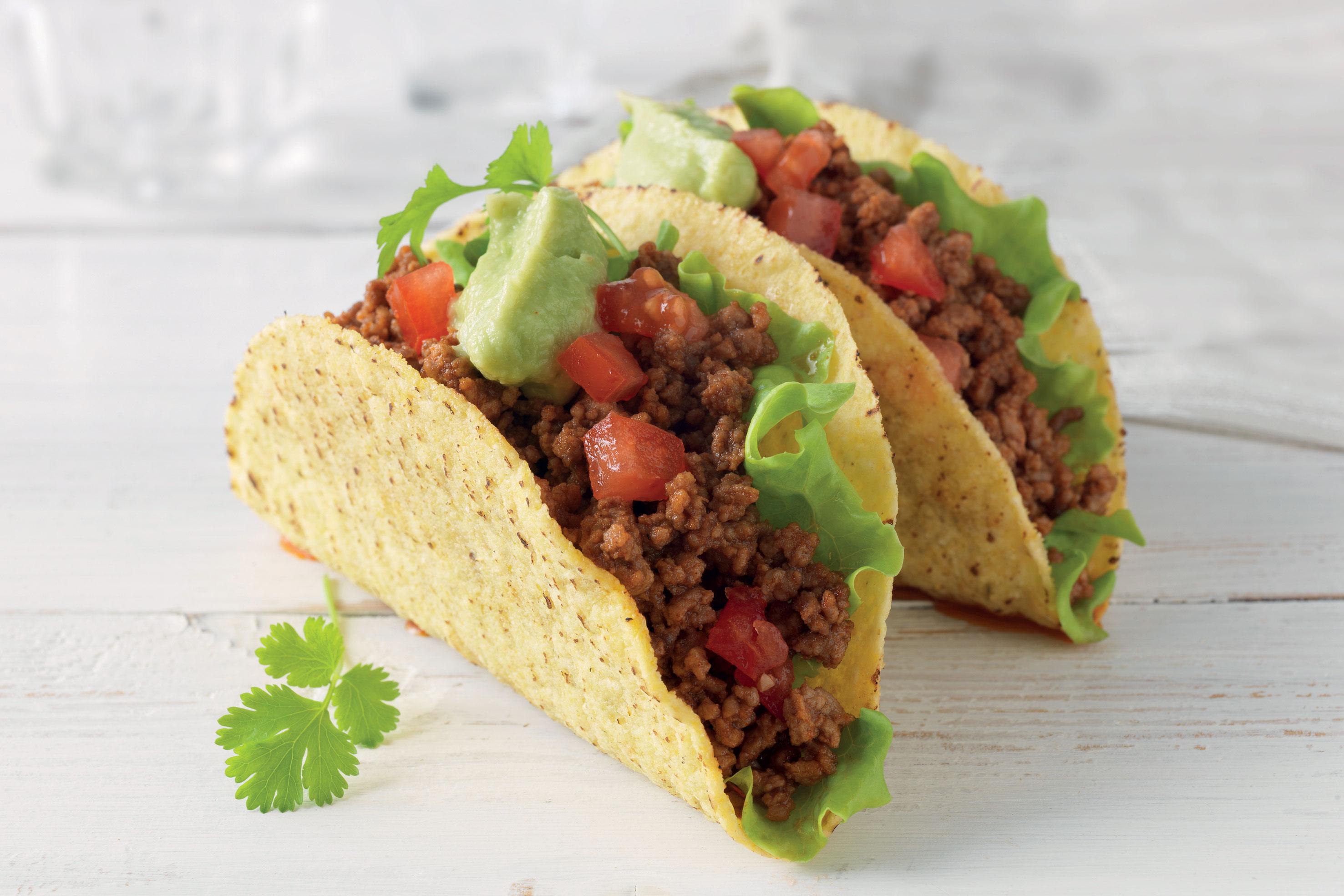 Taco classique farci de l gumes frais de fromage et la sauce taco santa maria - Sauce fromage pour tacos ...