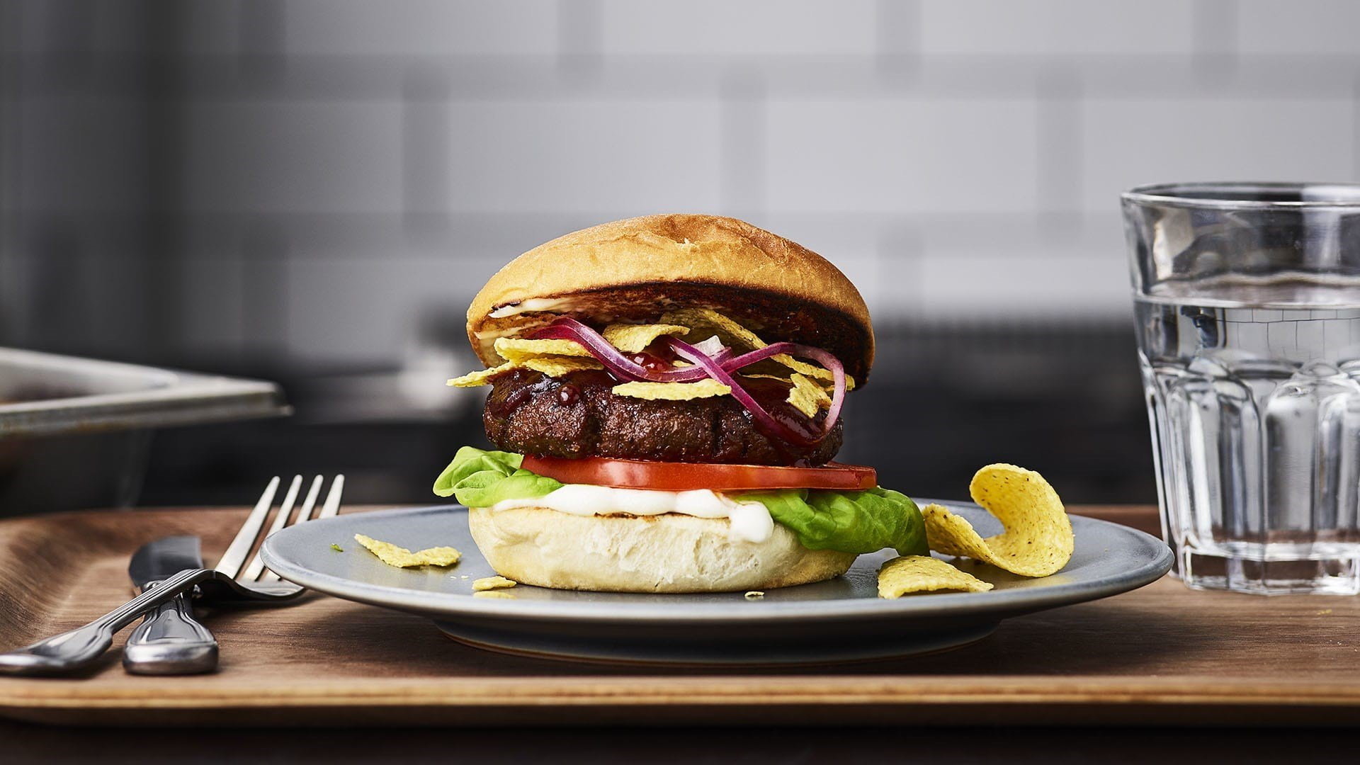 vegetarburger på tallerken