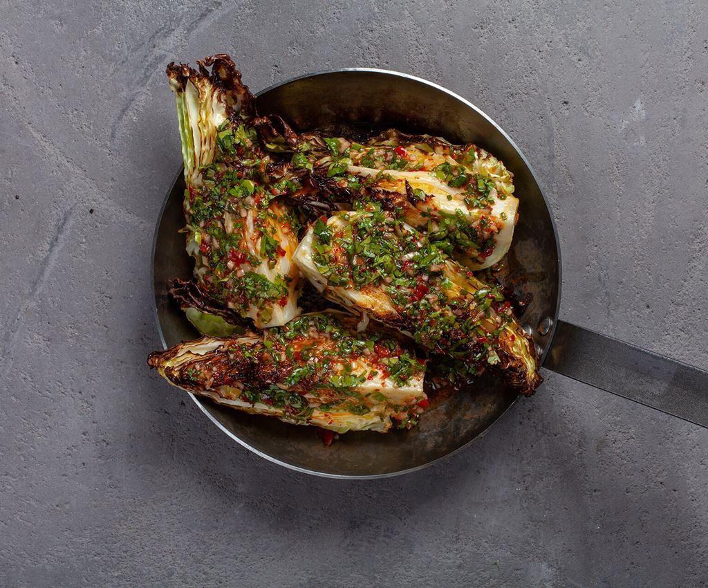 Frying pan with oven baked pointed cabbage