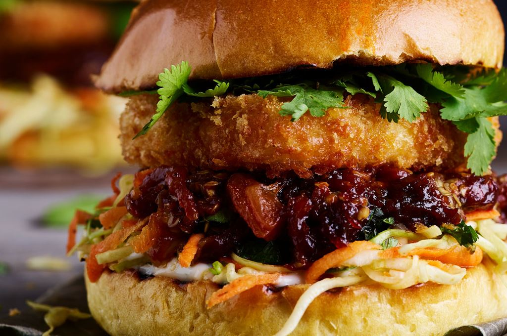Pulled Aubergine burger