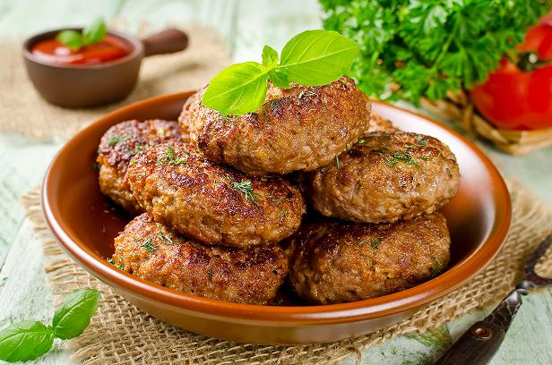 Рецепт вкусных домашних котлет из свинины и говядины пошагово